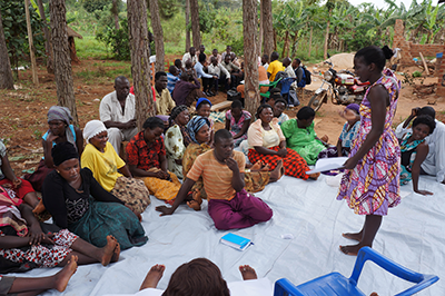 Farmers participate in a group discussion held during the GREAT Gender Responsive Root, Tuber and Banana Breeding course in 2016-17